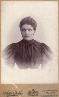 Babička Marie Bartůňková roz. Knížetová, Vídeň 1895