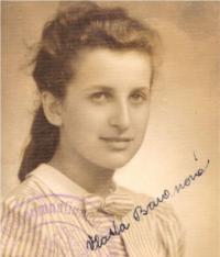 Vlasta, portrét, gymnázium, Praha 1940