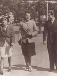 Vlasta s přáteli, Praha 1942/3