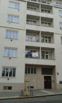 Radhošťská 20, 4.patro, byt rodiny Baranovy, Praha 3 Žižkov