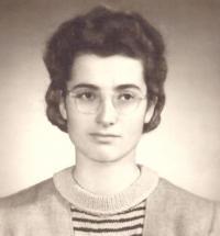 Elly Jouzová, maturitní fotografie, Praha 1952
