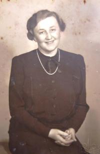 Mother Margareta Hahn, 30ies