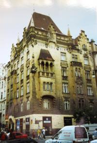 Pařížská 15, the house where Věra lived when she was 10