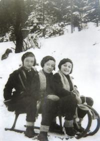 Hahn sisters in Krkonoše, 30ies