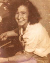 Věra in kibbutz Huliot (Sde Nehemia). 1944