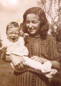 Věra with her older daughter Gila. 1951