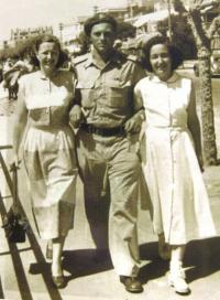 Věra with her husband and older sister Edita, Tel Aviv, 50ies