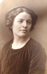 Mother Zdenka Ascher-Kohn as a young lady