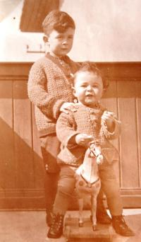 Matti Cohen (Mathias Kohn) with elder brother Reuvenem. 20´ies