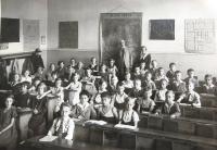 Matti Cohen (Mathias Kohn) in the 3rd grade (second row, third from left). Ústí nad Labem,1933.