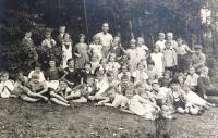 Matti Cohen (Mathias Kohn) 4th grade (first from right in the first row). Ústí nad Labem,1934.