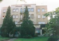 Dům, ve kterém si ve 30. letech 20. století otevřela ordinaci maminka Matti Cohena Zdeňka Kohnová. Stav z 90. let 20. století