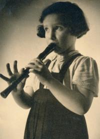 Michaela, 1942