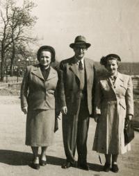 Rodiče s Markétou Biegelovou, 1952