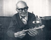 Tatínek Jiří Lauscher, s hračkou Plutem, 70. léta
