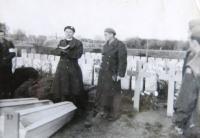 Burrial, rabbi Rebenwurzel and priest Petružela, 1944