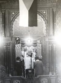 Service at Jerusalem synagogue, Prague