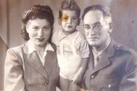 With wife Judit and son Yehoshua 1943