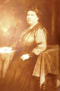 Grandmother of Ruth Mittelmann (Charlotty Neumann) Rosa Deutsch, her father's mother. Early 20th c.
