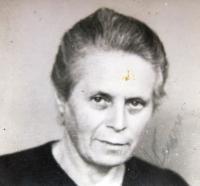 Lenka Neumannová, spoluvězenkyně Ruth Mittelmann (Charlotty Neumann) v Ravensbrücku. Poválečná fotografie.