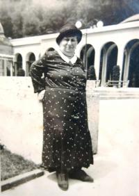 Grandma Kleinel (born 27. 5. 1858) in Carlsbad