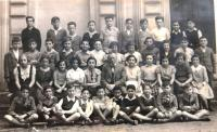 Class of Jewish secondary school, Brno. Wolfgang Reinhold second from left in the front row. 1937