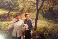 Dáša Ronová (Pollaková) with granddaughter Dina. 1996.