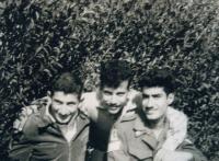 Šaul s přáteli v Rišon le-Cijon, 1958
