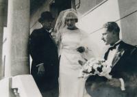 Tatínek (vpravo) se sestrou a otcem, Skopje 1932