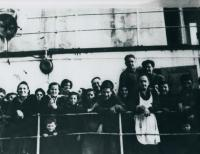 Cesta do Izraele, prosinec 1948-leden 1949, pamětník hoch mezi zábradlím
