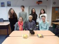 Milan Kašuba s žáky z projektu Příběhy našich sousedů