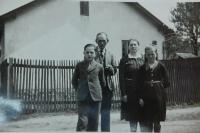 S rodiči a sestrou Věrou v Mohelnici