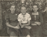 From left of cousin Antonie, Emily and Marie Bešt. Only Antonie survived the tragedy in Český Malín