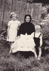 1955 - tchýně Jenovefy, která se starala o děti