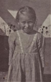 """1930 - Jenovefa v oblečení zvaném """"pasina"""""""