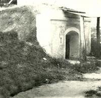 1945 - pohled na vinný sklep, který si Rusové pletli s bunkrem