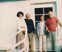 strýcové Ludmily Muchiny, vlevo odbojář Jan Smudek s manželkou