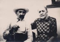 babička Ludmily Muchiny spolu se svým bratren, učitelem