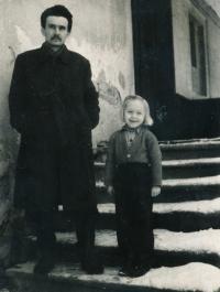 1954 - otec Jiří Jílek s Anežkou