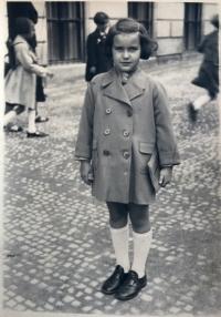 Eva Kotková, 1.třída, Štěpánská ulice u kostela, Praha 1938