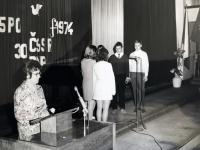 Eva Kotková, poslední fotka ze školy, moderování Akademie, pak výpověď, 5. 6.1974, Prague