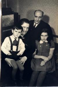 Rodina Kotkova, Praha 1944