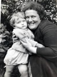 Eva s mámou, Praha 1934