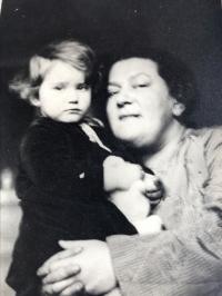 Eva s mámou, Praha 1935