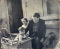 Máma s oběma dětmi, Praha 1940