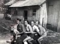 Eva (3.zprava) na brigádě, Šumava 1949