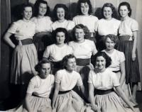 Eva (3. zprava nahoře), příprava na Slet - Tance, Praha 1948