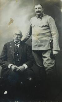 Otec Jan Höchsmann v rakousko uherské armádě s dědou pamětníka