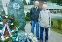 Pavel Höchsmann u památníku 53. PTP Libavá