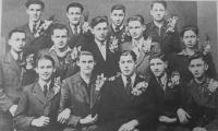 Fotografie chlapců, kteří v roce 1943 narukovali do Reichsarbeitsdiens (RAD). Druhý zleva Pavel Höchsmann